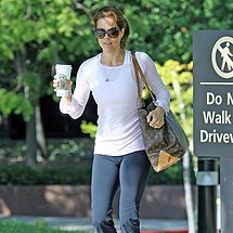 Nice sporty pants cameltoe of Brooke Burke